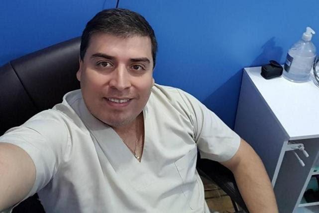 FALSO MÉDICO. Gustavo Figueroa en su consultorio. Engañó a la Policía y a toda la comunidad médica.